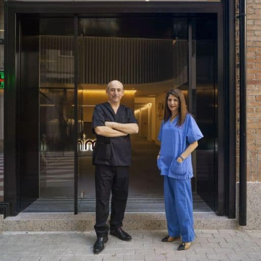 Eric y Maria Rosa entrada clinica Imar