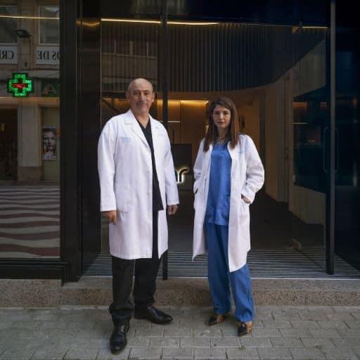 Maria Rosa y Eric entrada clinica Imar